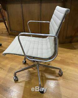 Authentic Herman Miller Eames Aluminum Group Chairs Excellent condition