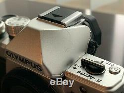 Silver Olympus OM-D E-M10 Mark II EXCELLENT CONDITION, ORIGINAL BOX, 2 BATTERIES
