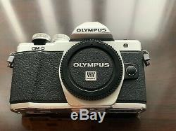 Argent Olympus Om-d E-m10 Mark II Condition Excellente, Boite D'origine, 2 Batteries
