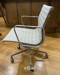Authentique Herman Miller Eames Aluminium Group Chairs Excellent État