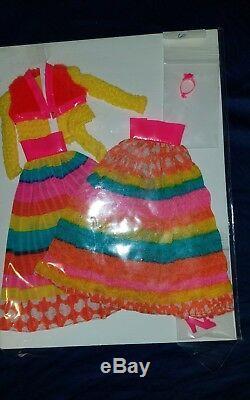 Couleurs Vintage Barbie Mod Volant Vhtf Excellent État # 3492 Deux Variantes