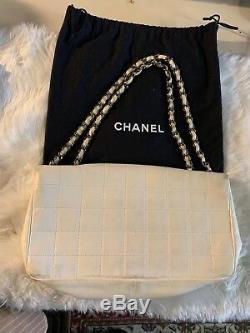 Cuir Authentique Chanel Sac À Rabat Avec Sac À Poussière D'origine Et Excellent État