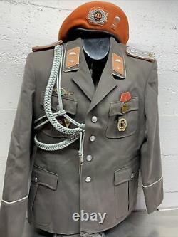 D'origine Est Armée Allemande, Nva, Parachutiste Uniforme, Beret Excellent État