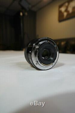 Sony Sel 35mm F / 1.8 Oss Objectif Boîte D'origine Et Hood. Condition Excellente