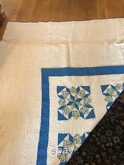 Vieux Bleu Et Blanc Quilt Excellent État Fait À La Main Propre Et Lumineux