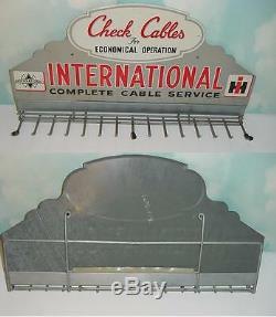 Vintage International Cables Check Tin Sign! Excellent État D'origine
